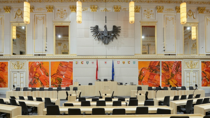 Parlament: Frontalansicht des Grpßen Redoutensaales in der Hofburg mit Blick Richtung Präsidium. (Bild: © © Parlamentsdirektion / Johannes Zinner)